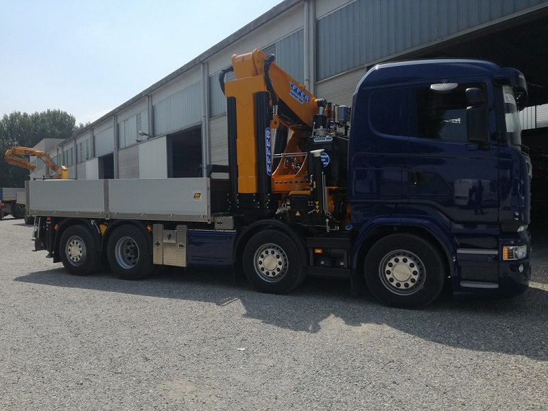 Delivery 1° crane EFFER 100 N 3s on Scania 730 4 axes